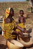 Afrikaanse vrouw met een baby Stock Foto