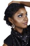 Afrikaanse vrouw met krullend haar Royalty-vrije Stock Foto's