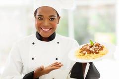 Afrikaanse vrouwelijke chef-kok stock foto's