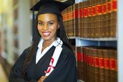 Afrikaanse vrouwelijke gediplomeerde stock foto
