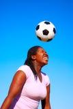 Afrikaanse vrouwelijke voetballer Royalty-vrije Stock Afbeeldingen