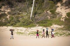 Afrikaanse vrouwen op het strand Stock Foto's