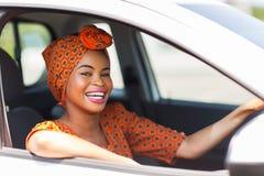 Afrikaanse vrouwenauto royalty-vrije stock fotografie