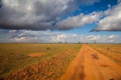 Afrikaanse weg met wolken Stock Afbeelding