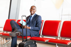 Afrikaanse zakenmanluchthaven royalty-vrije stock foto