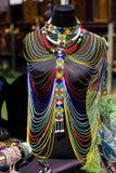 Afrikan prydd med pärlor halsband på skärm royaltyfria bilder