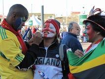 afrikanen luftar fotboll Arkivfoto