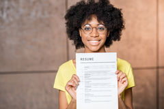 Afrikanerin mit Zusammenfassung Lizenzfreie Stockfotografie