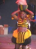 Afrikanerinnen, die am kulturellen Festival durchführen lizenzfreie stockfotos