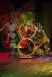 Afrikanische Akrobat-Leistung auf dem Stadium stockbild