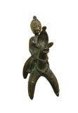 Afrikanische Bronzestatue mit einem Pferd Stockbilder