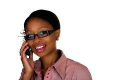 Afrikanische Dame-Mobiltelefonunterhaltung Lizenzfreies Stockbild