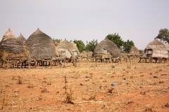 Afrikanische Dorfhütten stockfotografie