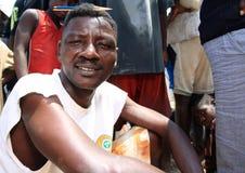 Afrikanische Fischer mit einer Fischernetzspindel Lizenzfreies Stockbild