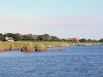 Afrikanische Fluss-Hütte lizenzfreies stockfoto