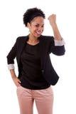 Afrikanische Frau, die Erfolg feiert lizenzfreie stockbilder