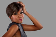 Afrikanische Frau mit dem langen Haar Stockbild