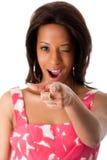 Afrikanische Geschäftsfrau, die Zeigefinger zeigt Stockfotografie