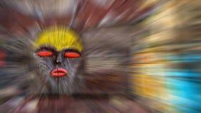 Afrikanische hölzerne Maskenhintergrundunschärfe Stockfotos