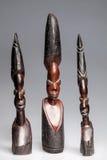 Afrikanische hölzerne Statuetten von Frauen Stockbilder