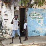 Afrikanische Kinder, die Spaß machen Stockbild