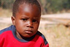 Afrikanische Kinder, die unter AIDS-Virus im Dorf von Pom leiden Stockfotografie