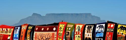 Afrikanische Kunst und Tafelberg Stockbilder