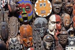 Afrikanische Masken für Verkauf Stockfotografie