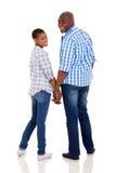 Afrikanische Paare, die zurück schauen Lizenzfreies Stockfoto