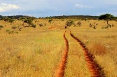 Afrikanische rote Grundstraße Lizenzfreie Stockbilder