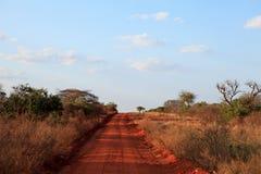 Afrikanische Straße in Kenia lizenzfreie stockfotografie