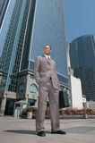 Afrikanischer Amercian Geschäftsmann draußen Stockfoto