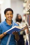 Afrikanischer Collegejunge Lizenzfreie Stockbilder