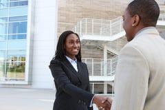 Afrikanischer Geschäfts-Team-Händedruck Lizenzfreies Stockfoto