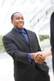 Afrikanischer Geschäftsmann-Händedruck Stockfotos