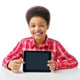 Afrikanischer Junge mit Tablette, Platz für Text Stockbilder