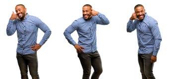 Afrikanischer junger Mann lokalisiert über weißem Hintergrund stockbilder