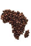 Afrikanischer Kontinent gebildet aus Kaffeebohnen heraus stockbilder