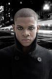Afrikanischer Mann auf Straße Stockfotografie