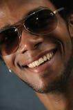 Afrikanischer Mann mit toothy Lächeln Lizenzfreies Stockfoto
