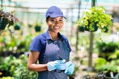 Afrikanischer weiblicher Gärtner Stockfoto