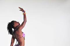Afrikanisches Bikini-Mädchen Lizenzfreie Stockfotos