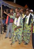 AFRIKANISCHES CONTEURS AM BEGRÄBNIS DER MUTTER DES PRÄSIDENTEN LAURENT GBAGBO lizenzfreie stockfotografie