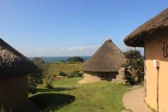 Afrikanisches Dorf des kleinen Xhosastammes nah an der Mdumbi-Küste in Südafrika, Ostkap, wilde Küste Stockfotos