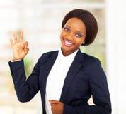 Afrikanisches Geschäftsfrau-O.K. Stockfotografie
