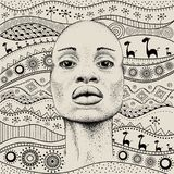 Afrikanisches Mädchen mit afrikanischem Muster ethno des Handabgehobenen betrages, Stammes- Hintergrund Schöne schwarze Frau Über Lizenzfreie Stockfotos
