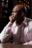 Afrikanisches Mann sideview Stockfoto