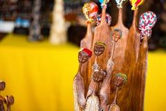 Afrikanisches Schnitzen einer Frauengruppe stockfoto