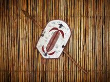 Afrikanisches Stammes- Kriegerschild und -stange Stockbilder