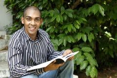 Afrikanisches Studentlächeln Stockfoto